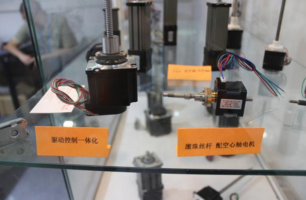 滚珠丝杆电机和驱动一体化电机