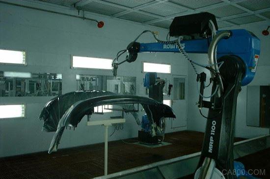 产引入高端智能机器人技术 革新涂装工艺