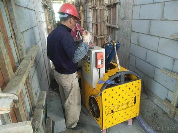 小型混凝土输送泵现场施工
