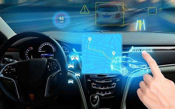 加快量产L3、L4级别新车  实际上,今后4年的行动将主要围绕车、路、云、网、图五大关键要素。  尤其在车的方面,这4年将强化自动驾驶技术能力,推进汽车大脑生态建设,建设新型整车制造体系,加快量产L3、L4级别新车,吸引全球优势产业和技术资源在京布局,形成智能网联汽车核心零部件规模化制造能力。  同时,本市将加快建设智能路网设施