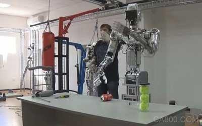 """""""机甲""""来临:俄超级机器人可同步人体动作"""