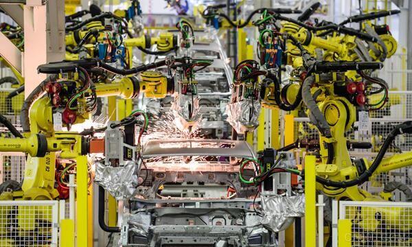 汽车工厂机器人数量与自动化率谁家高?