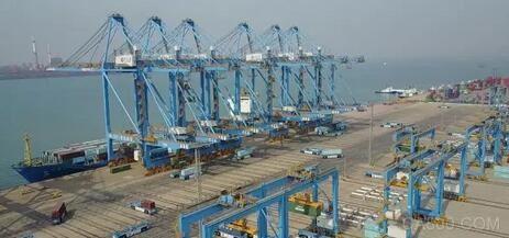上海振华重工ZPMC青岛港全自动化码头项目完成第一次实船作业