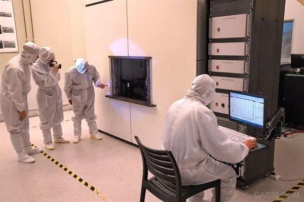 世界上首台紫外光源22纳米分辨率光刻机中国问世