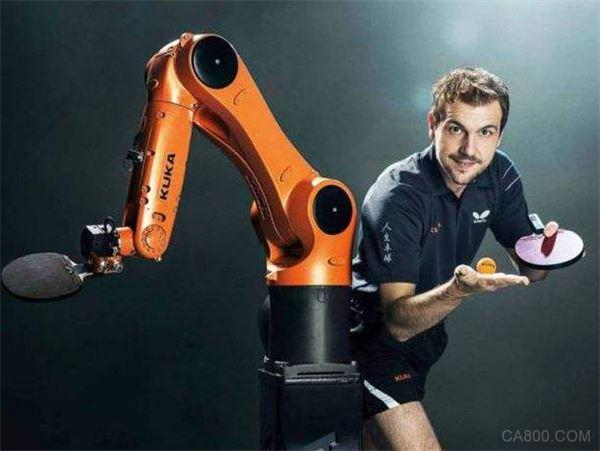库卡与梅卡曼德机器人达合作