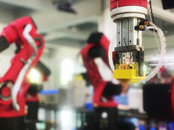 应用于高频变压器的首条工业机器人生产线在瑞格精密投入生产