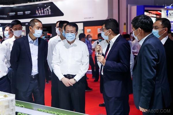 工博会主办单位领导与中外嘉宾参观美的集团展台, 美的数智化转型成为泛制造业标杆