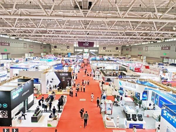 华南工业博览会众厂商大秀肌肉