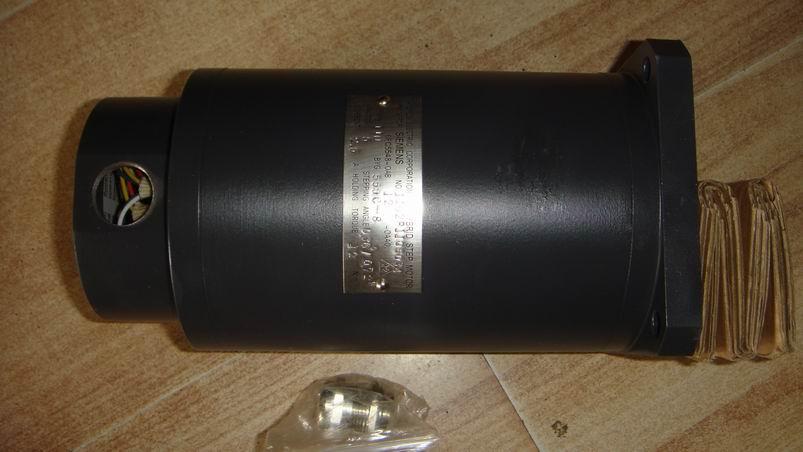 武汉鑫恒瑞机电设备有限公司是西门子步进电机华中区一级代理! 西门子(中国)有限公司自动化与驱动集团(A&D)合作伙伴:代理有:6SE70工程型变频器,通用型变频器,440、430、420系列,S120变频器 直流调速器,触摸屏,数控系统备件全系列6FC,6SN,1FT,1FK,1PH,运动控制系列等产品!大量库存价格优惠,服务到位。 西门子手轮,手持单元,动力电缆,信号电缆等数控备件,大量现货! 欢迎垂询!  西门子802S步进电机驱动系列 驱动器6FC5548-0AA00-0AA0 驱动器6FC