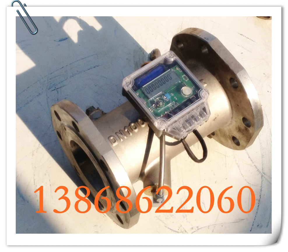(DN100 FM427S-100PW不锈钢超声波流量计 超声波水表) 仪表组成:不锈钢管段(精铸)、流量换能器、表头 产品口径:DN100 连接方式:标准法兰连接 显示内容:瞬间流量(流速)、总流量、运行时间等 计算单位:M3/H,M3,H 主要功能:测量管道内液体介质的流速和总流量 主要特点:防锈耐腐蚀,可用于纯净水、弱腐蚀性液体的计量 温州美高仪表公司,是一家专业从事DN50-DN300大口径超声波流量计和热量表的企业,公司拥有专业一流的检测台,保证了每台出厂产品的质量,现产品样式十余种,用户可根