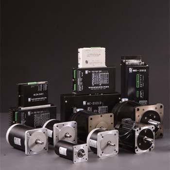 �l�典二相混合式步�q�电机驱动器