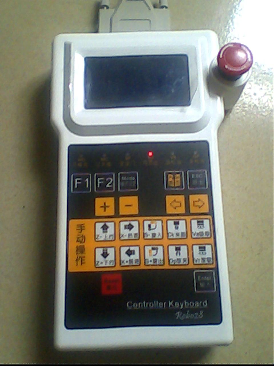 1、12864点阵LCD液晶,中英文显示,人机界面友好。 2、PCB采用四层板结构,抗干扰能力更强。 3、系统响应速度快,动作控制精度高。 4、产品选用优质元器件,经多方面测试,可靠性高,系统抗干扰能力强;使用干接点信号和注塑机输入、输出相连接,避免了相互干扰。 5、丰富的保护功能,自动检测机器运行情况,及时显示故障报警及故障原因,确保机器的使用安全。 6、100组模号记忆功能,预存20组标准(单臂/双臂)动作程序,用户可自行修改、存储80组动作程序料。 7、本采用贴片元件,提高电路板加工工艺。 8、增加