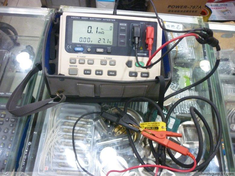 立即测定电池劣化情况:小型二次电池用 ?通过对电池的内电阻和内电压的测量 ?以合格(pass),警告(warning)及不合格(fail)三段指示 ?使本系列产品能够立即得到电池状态的结果 基本参数 电阻测量 300mΩ~30Ω,3档量程,最高分辨率100μΩ 电压测量 3或30V DC,2档量程,最高分辨率1mV 采样率 1.