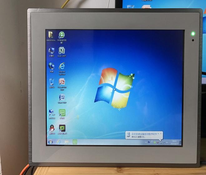 深圳12.1寸無風扇IP65多串鋁合金工業平板電腦