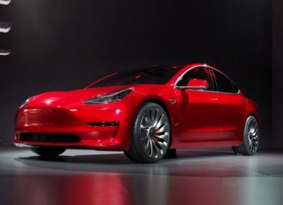 新能源汽车产业的小风暴!特斯拉第一辆量产版Model 3正式下线