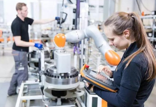 智能制造时代 工业机器人该如何发展?