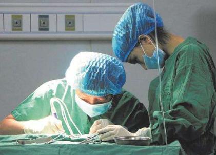 最小手术机器人诞生 外科手术机器人市场2024年达200亿美元